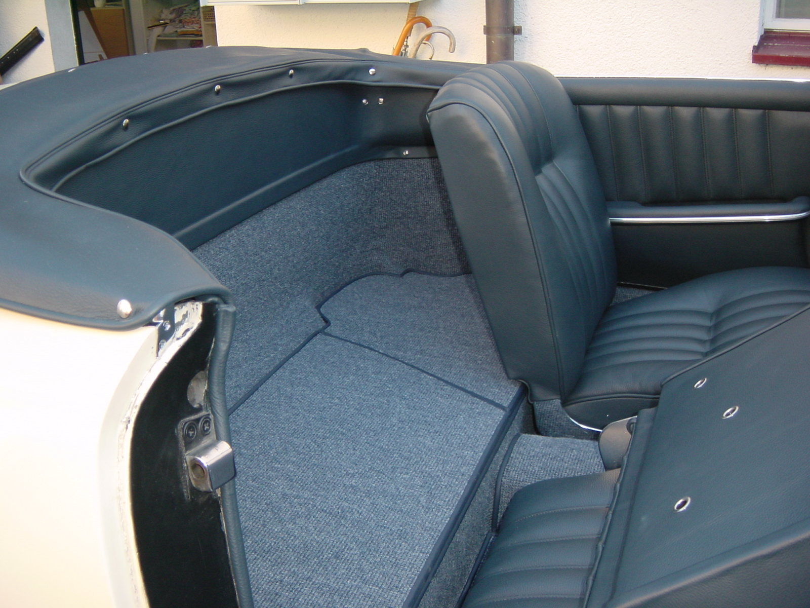 Mercedes 190 sl mit lederinterieur for Interieur mercedes 190